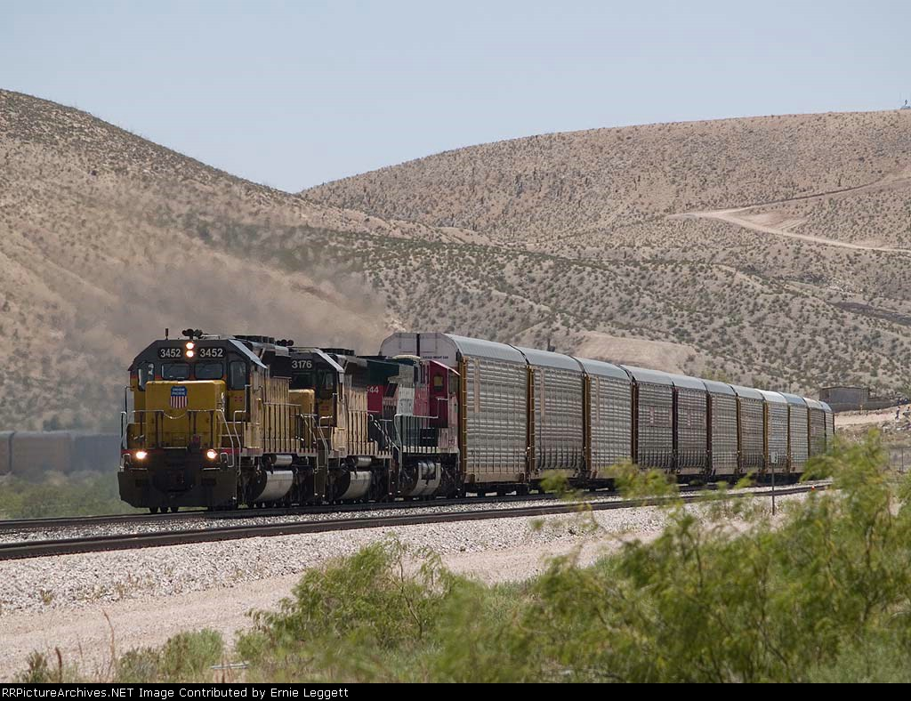 UP 3452 leads a WB manifest at 12:12pm
