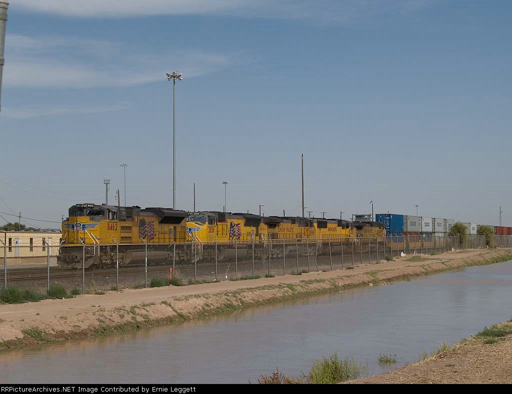UP 8462 leads a WB intermodal at 4:51pm
