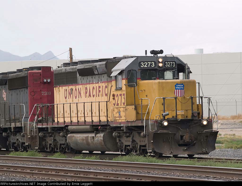 UP 3273 leadsa a switching consist at 1:56pm