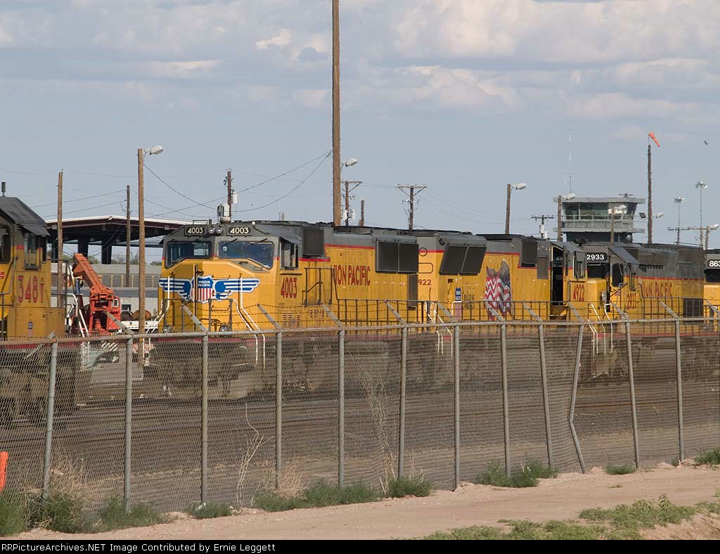 UP 4003 leads a WB intermodal at 5:12pm