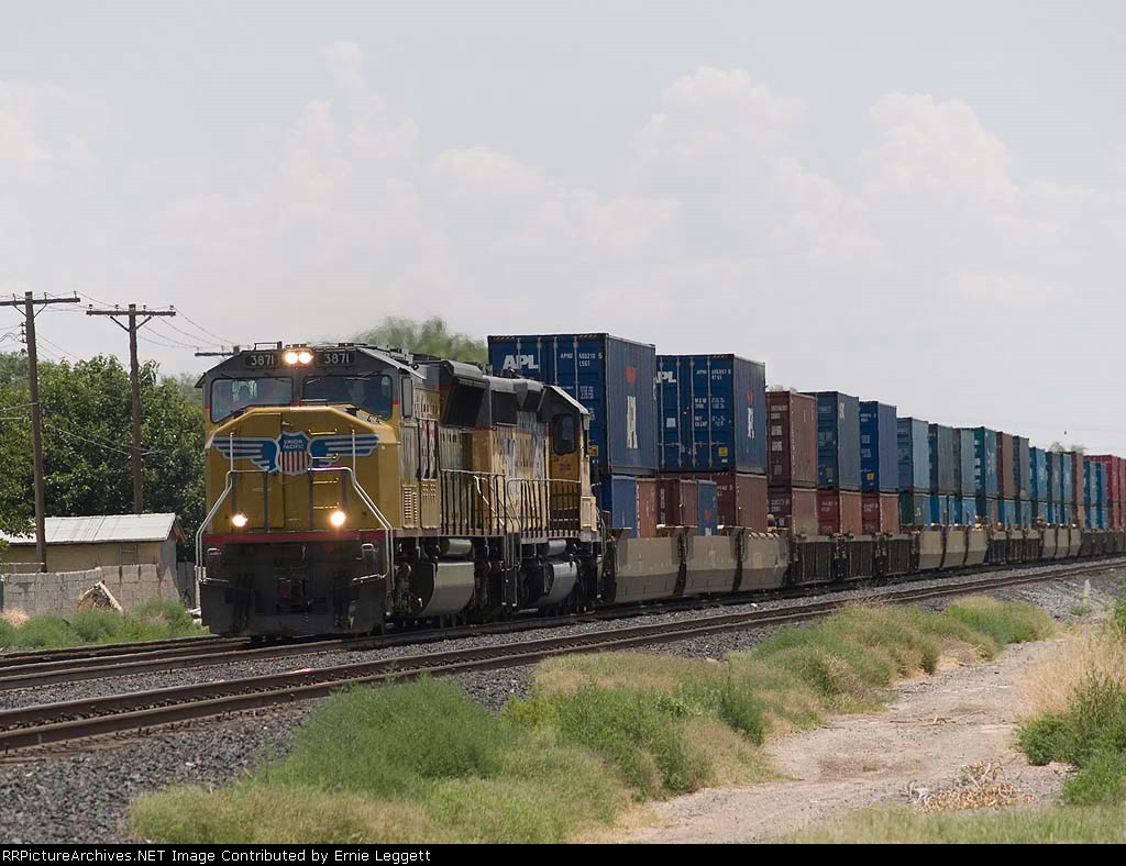 UP 3871 leads a WB intermodal at 1:09pm