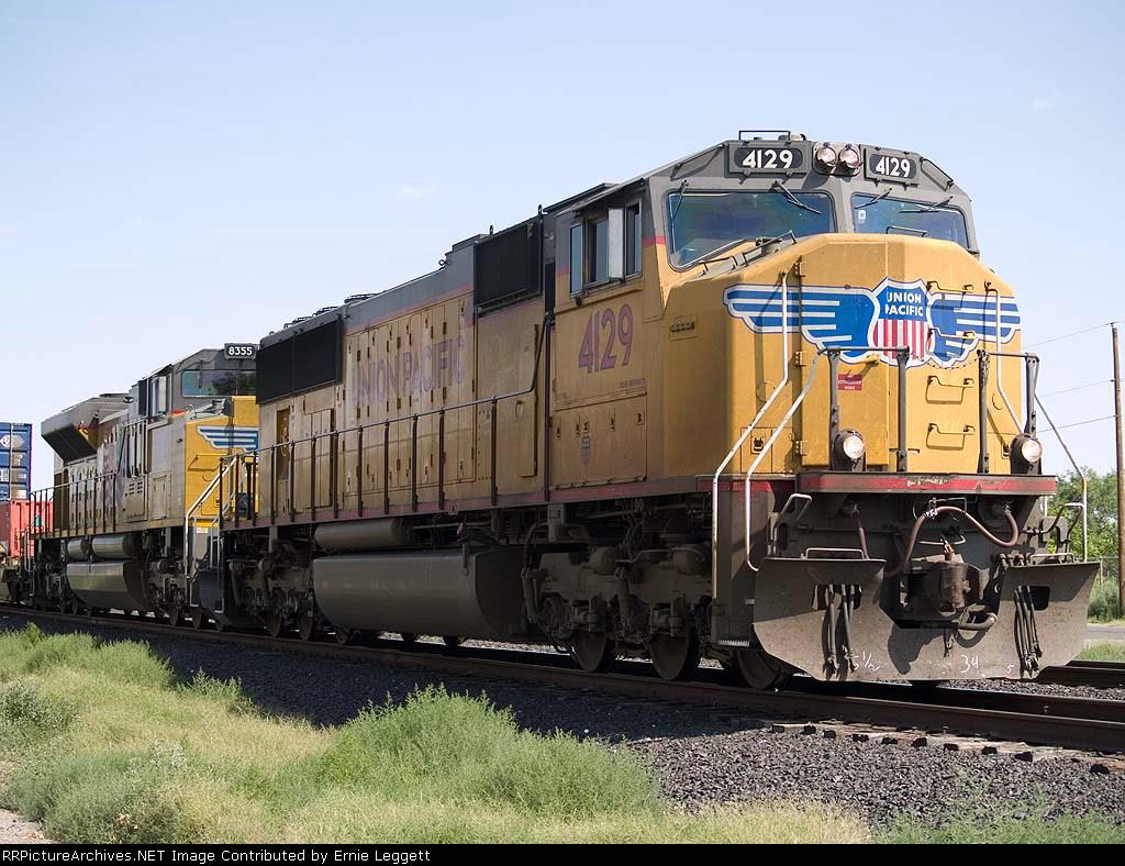 UP 4129 leads an EB intermodal at 10:14am