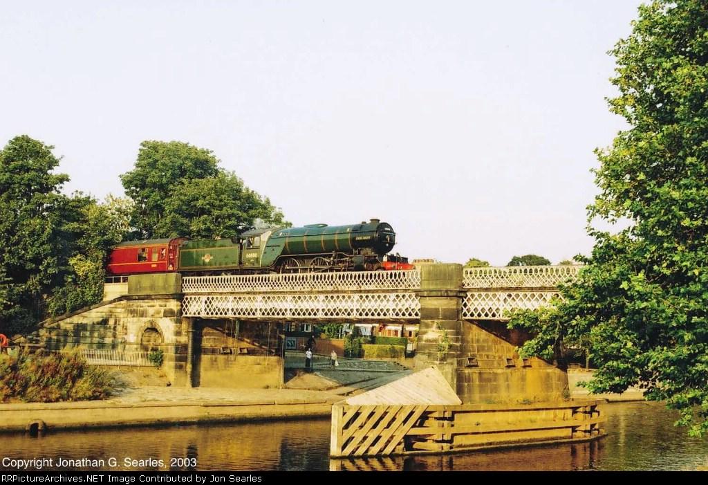 """ex-BR 60800 (ex-LNER 4771, ex-LNER 800) """"Green Arrow"""" On Scarborough Bridge"""