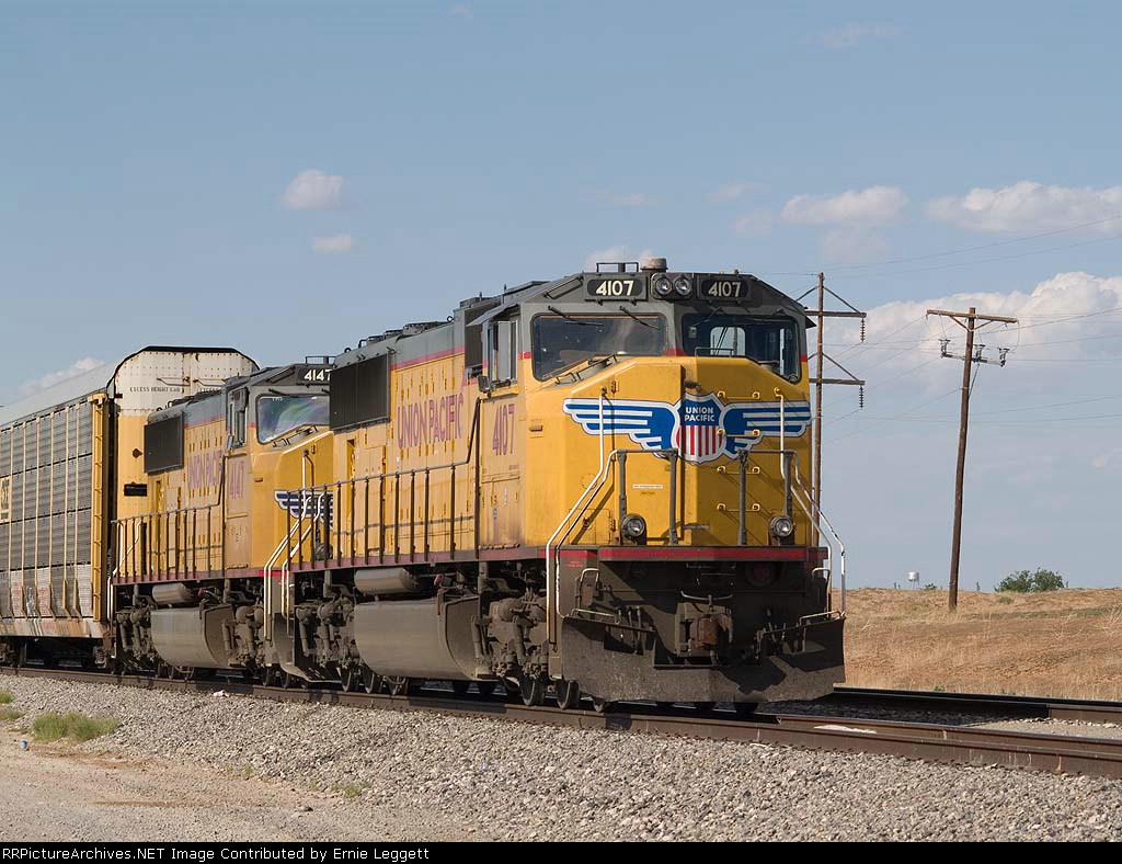 UP 4107 leads a WB autorack at 4:47pm