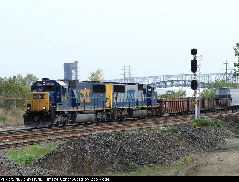 CSX 8707 & CSX 751