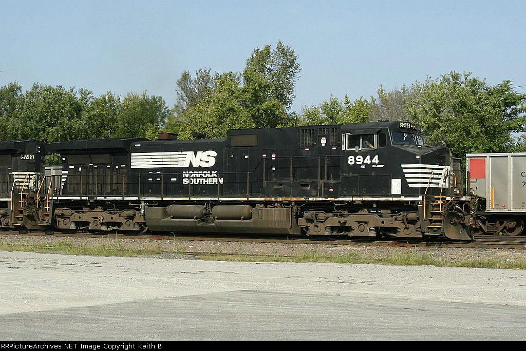 NS 8944
