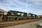 NS 5629 and 3260 switch the yard