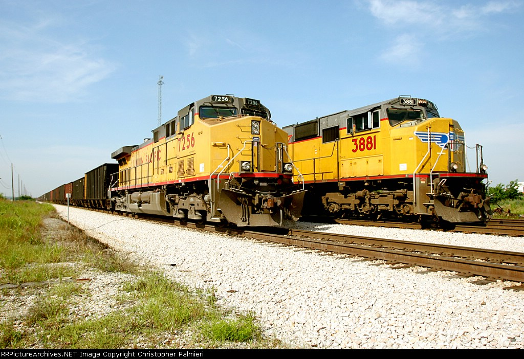 UP 7256 and UP 3881