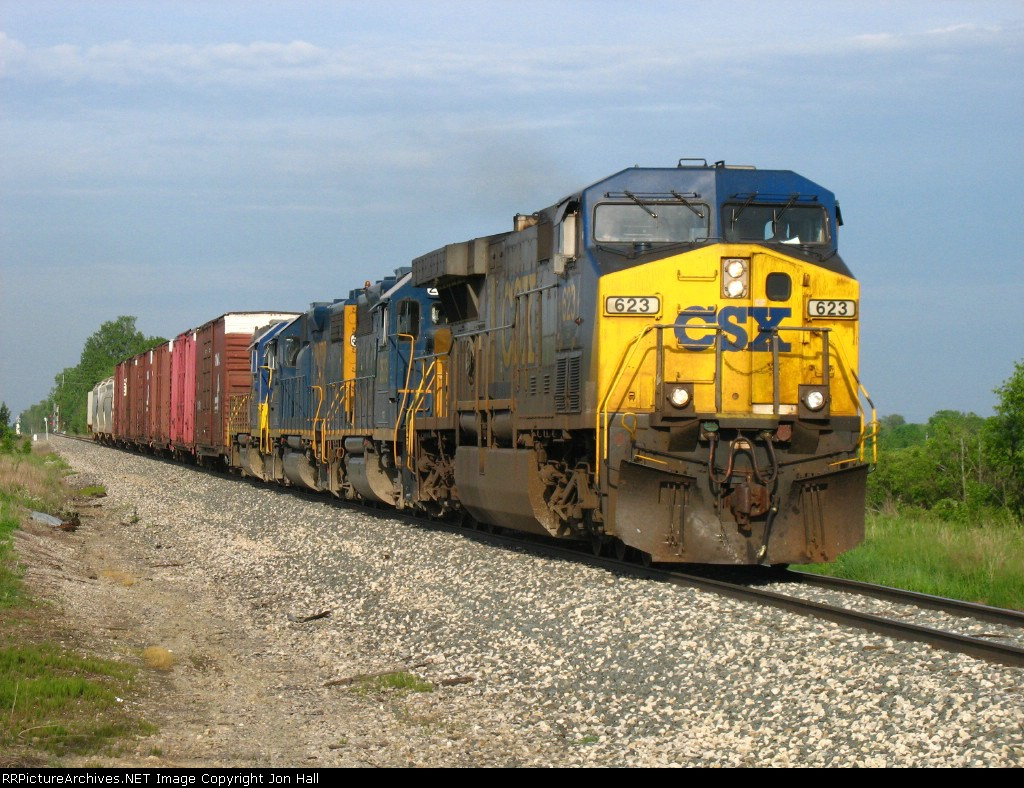 After meeting X324, CSX 623 pulls west with Q327-25