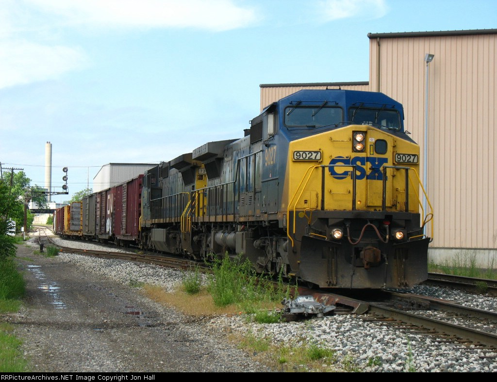 CSX 9027 & 7349 rolling east with Q326-27