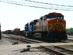 BNSF 4461 & CEFX 6019 pulling out of the yard with Q334-18