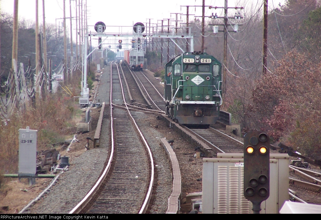 NYA 261 & 268 running around cut at Babylon, LI