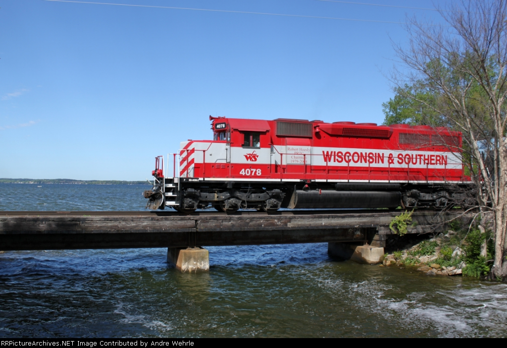 WSOR 4078 on the north Yahara River bridge