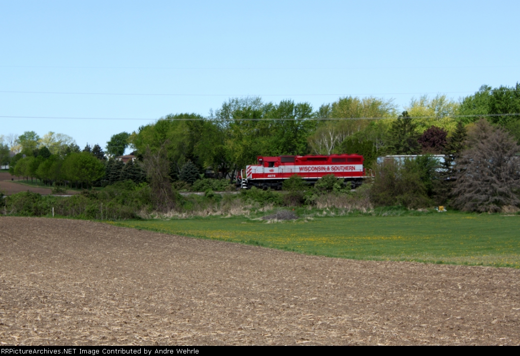 WSOR 4078 passing the spring greenery