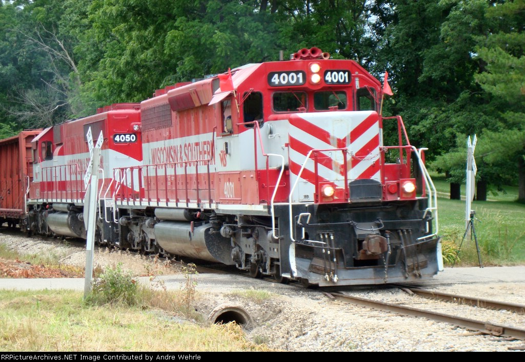 WSOR 4001 splits the Applewood Dr. crossbucks with a foamer video camera visible