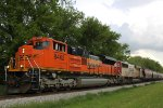 BNSF 8462 and CEFX 6005 on the head end of the unit grain train