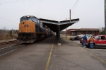 CSX 4785 comes in while Keith Wilkerson and Jerry Murphy wait by the trucks
