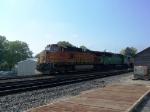 BNSF 4655 Rolls Through Town