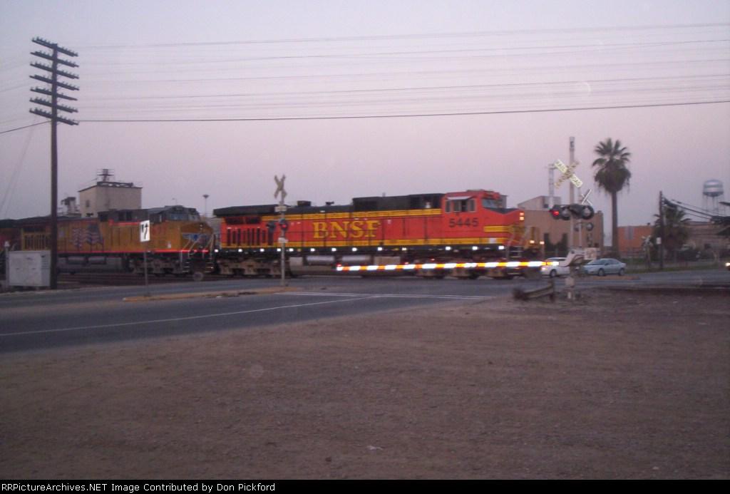 BNSF 5445 heads east toward Las Vegas