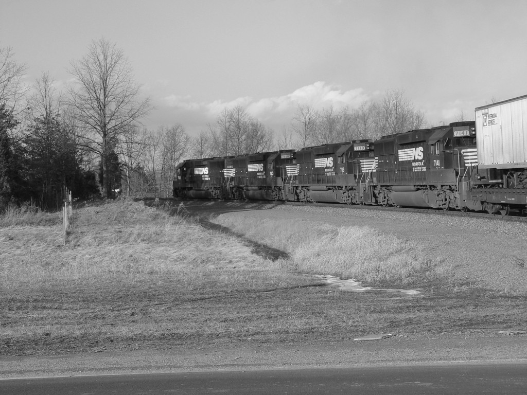 GP60 Squad Leads NS 214 on to the B-Line