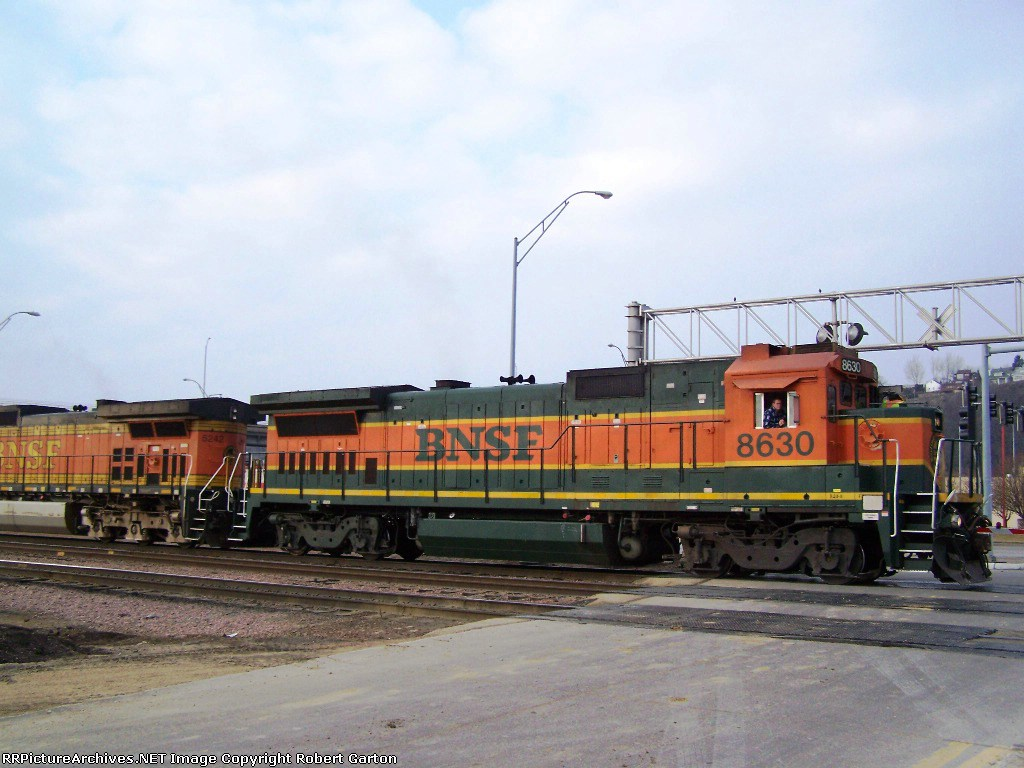 BNSF 8630 Finally Gets to Move After 2-1/2 Hours