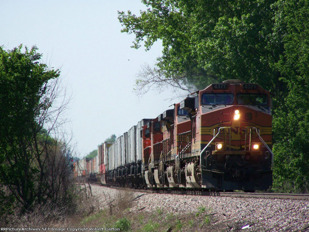 BNSF 4371 Now Leads its Piggyback/Intermodal Train East