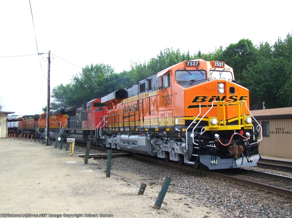 Two Brand New ES44DC Motors: BNSF 7537 & 7505, Both on RRPictureArchives.net for the First Time!