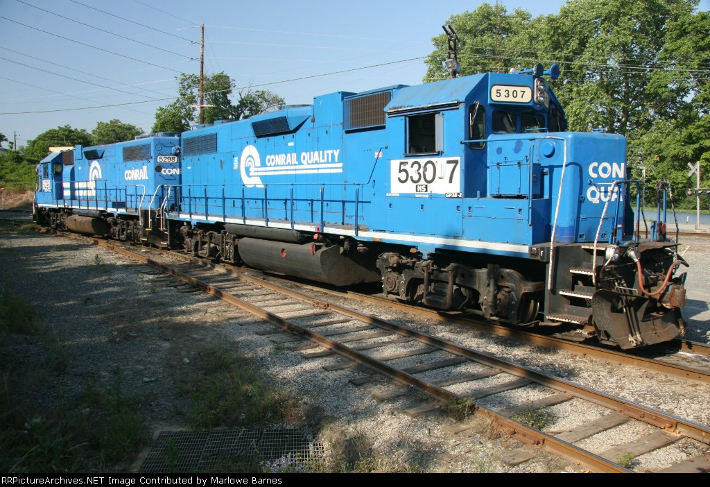 A pristine pair of Geeps in two variations of the Conrail blue scheme