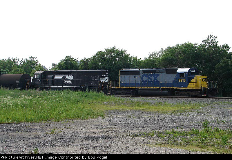 CSX 8815 & NS 1704