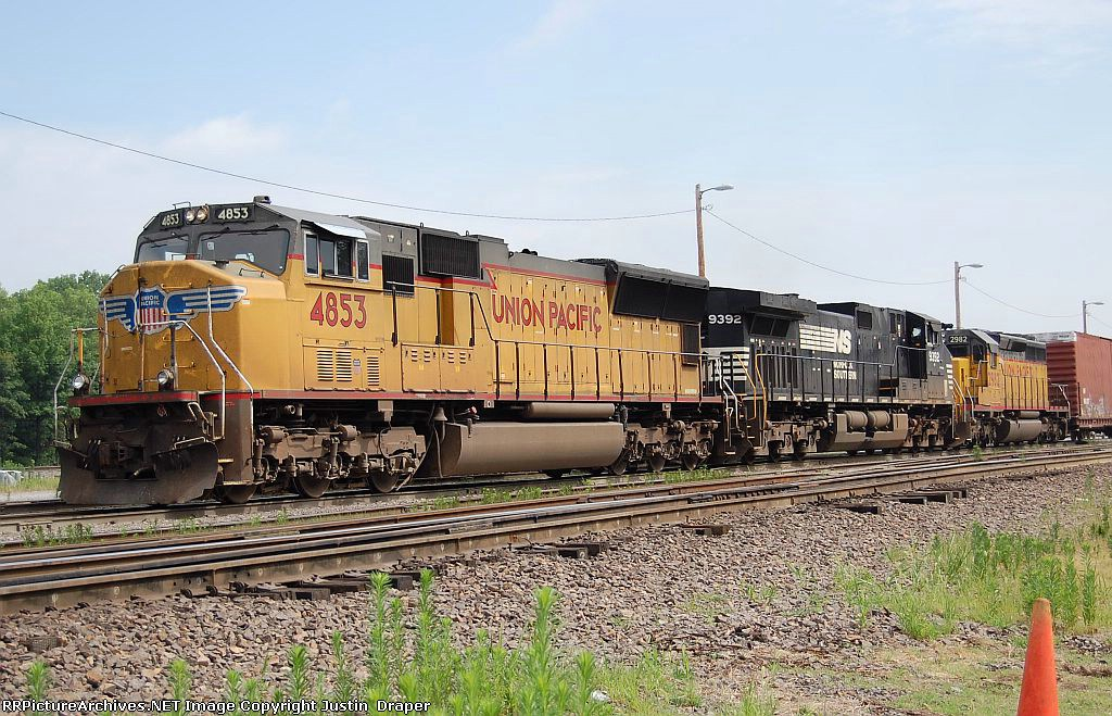 UP 4853, NS 9392, & UP 2982