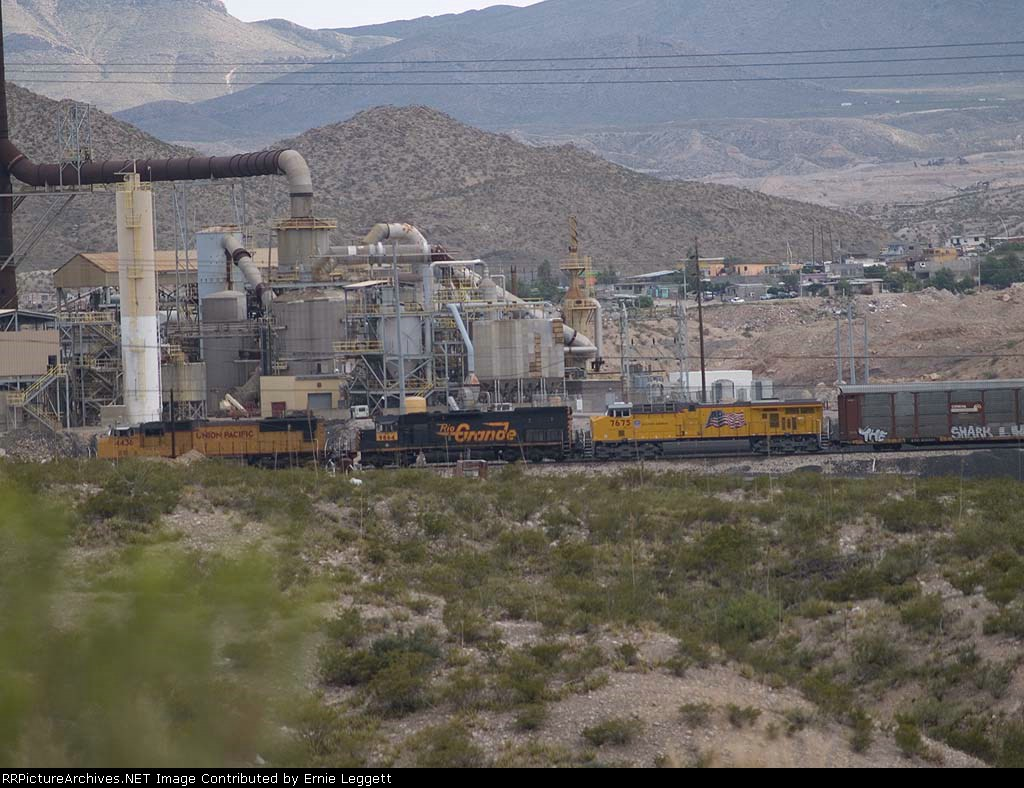 UP 4436, UP9864 (Ex-Rio Grande) and UP7675 lead an EB autorack at 5:20pm