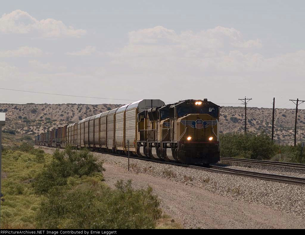 UP 4436 leads an EB doublestack/autorack at 4:23pm