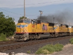 UP 4915 leads a WB doublestack at 5:54pm