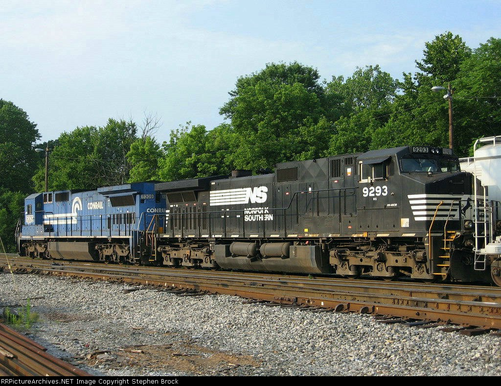 NS 9293 & 8309 set up to head south