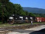 NS 6630, 2573 & the yard conductor