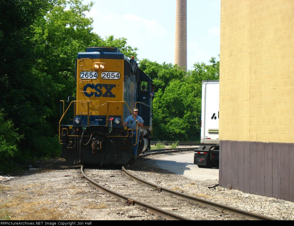 CSX 2654 backing down one of the old spurs on the north side of town
