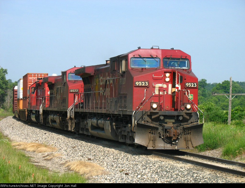 CP 9523 leading X500-13 around the curve