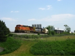 BNSF 5729 & CSX 8038 pulling Q335-07 down to a stop