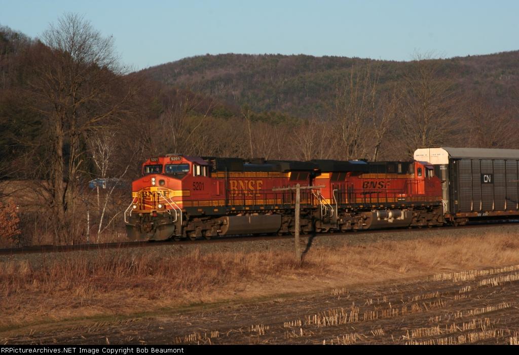 BNSF 5201 & 7404