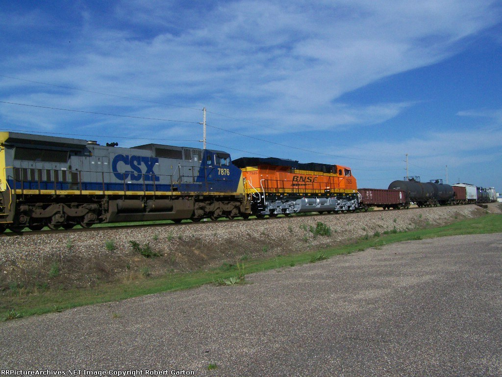 First Time on RRPictureArchives.net: BNSF 7525; Brand New ES44DC