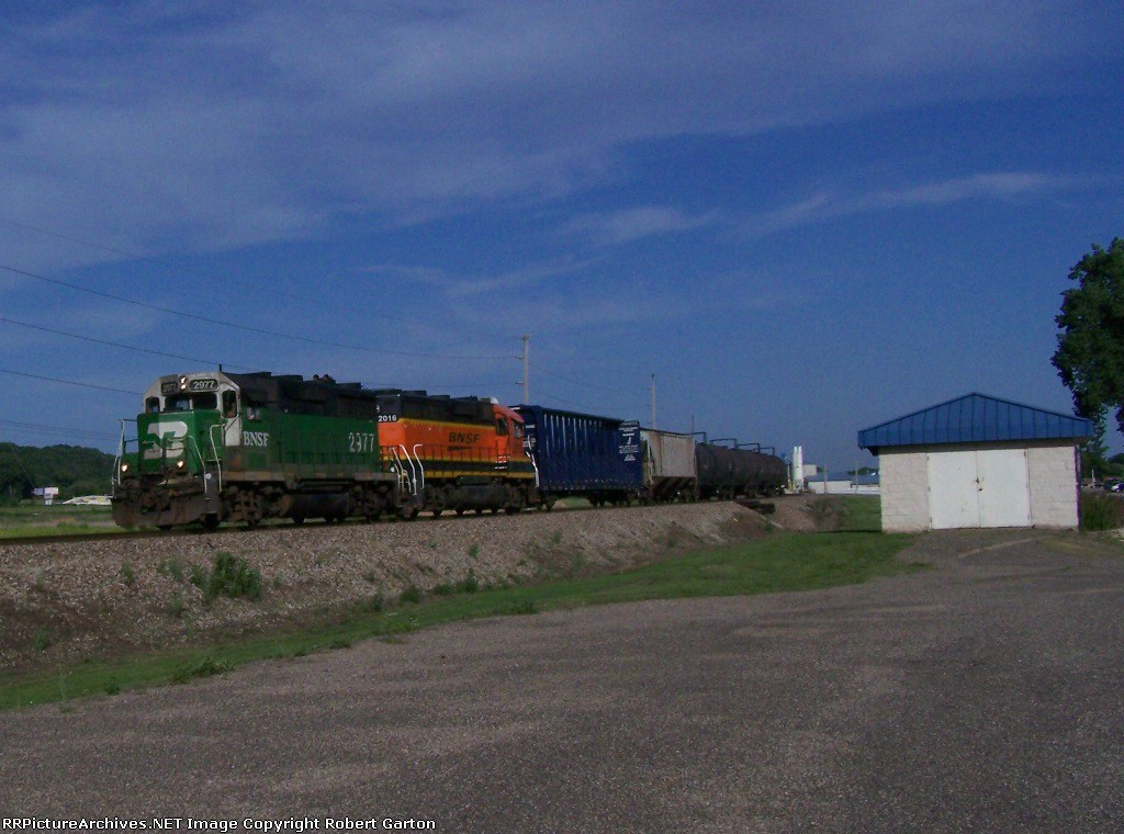 Two Different Geeps Lead 6 Freight Cars Speedily Past