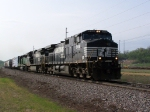 Two Horses and an ex-BN Lead BNSF Freight Toward Chicago