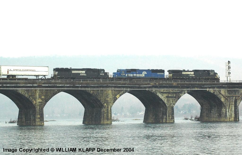 NS Westbound TV On Rockville Bridge
