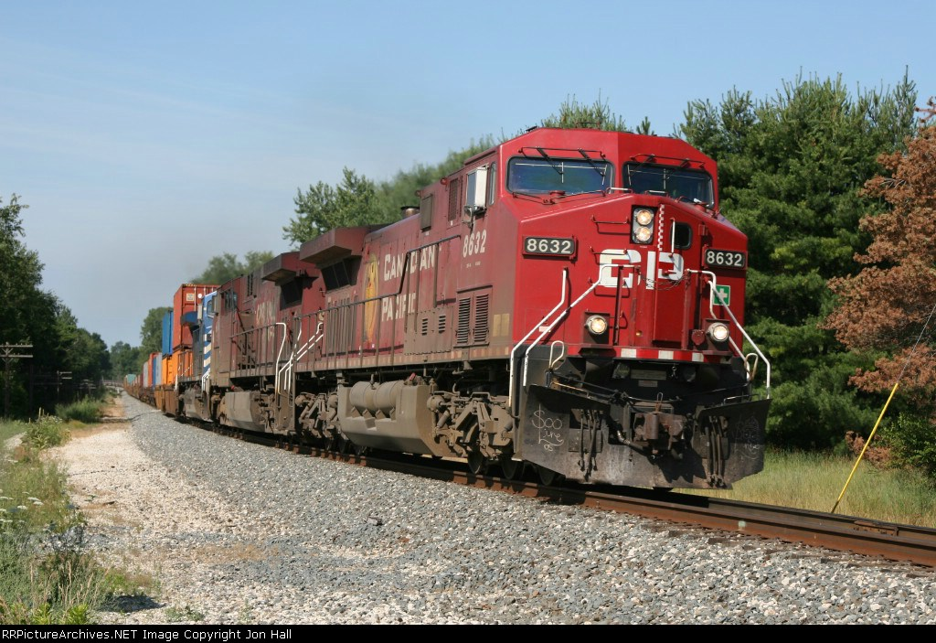 X500-29, now as D900-30, rolls into the sweeping curve