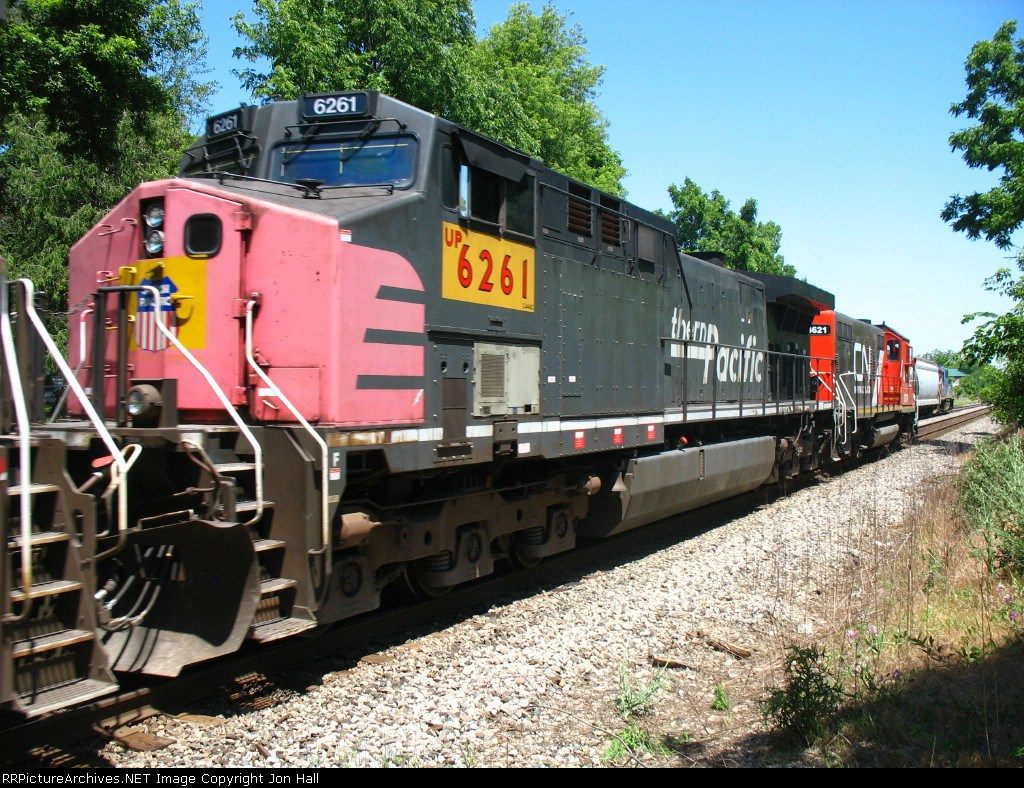UP 6261 behind GTW 4621