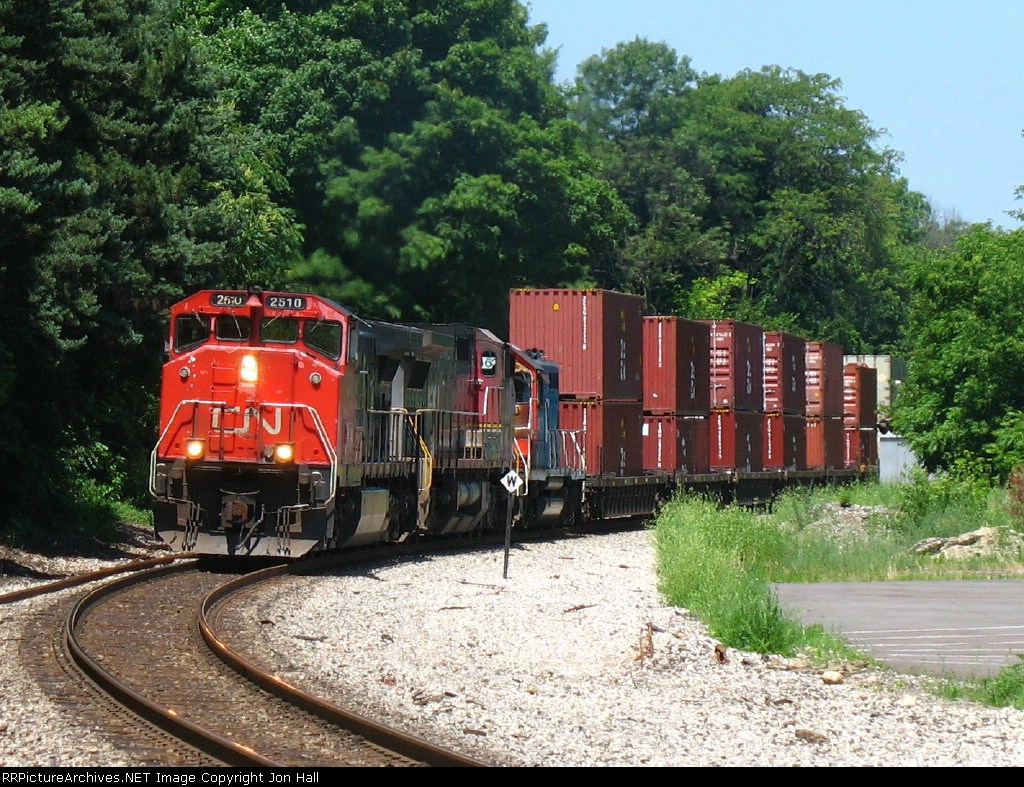 CN 2510, BNSF 853 & GTW 4629 rolling west on the point of E281