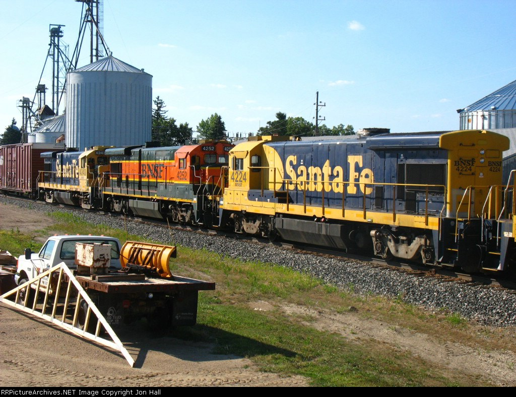 BNSF 4224, 4252 & 4243