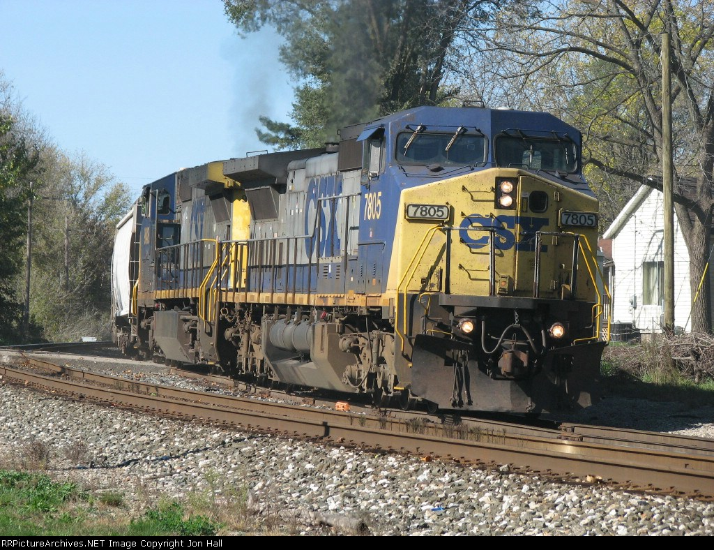 CSX 7805 & 9048 starting to pull G010-20 out of the industrial spur