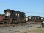 NS 2591 sits nearby as 3030 & 2504 assemble B36