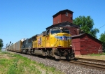 UP 3907 & HLCX 5992 rolling east with E280
